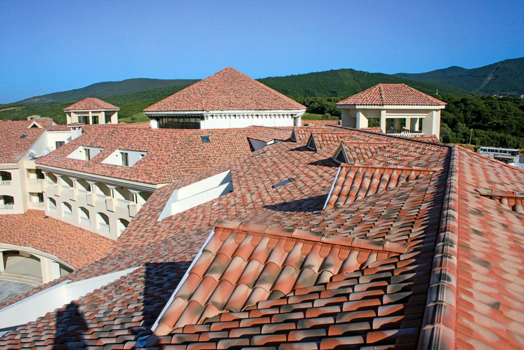 Cubiertas inclinadas teja cer mica tejas borja for Cubiertas para techos de casas
