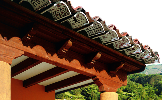 Hand decorated eaves