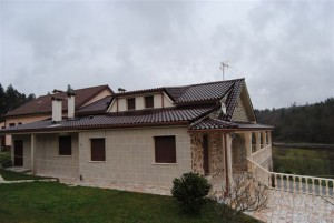 Unifamiliar con tejas mixtas Esmaltado Coñac