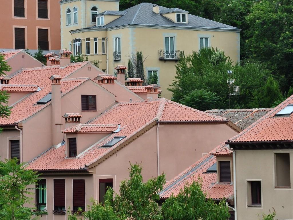 Casas con tejas segovianas (Segovia – España)