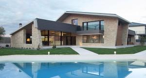 Vivienda de teja y piedra (España)