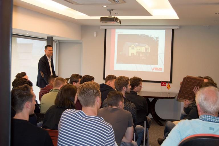 Estudiantes de los Países Bajos visitan Tejas Borja