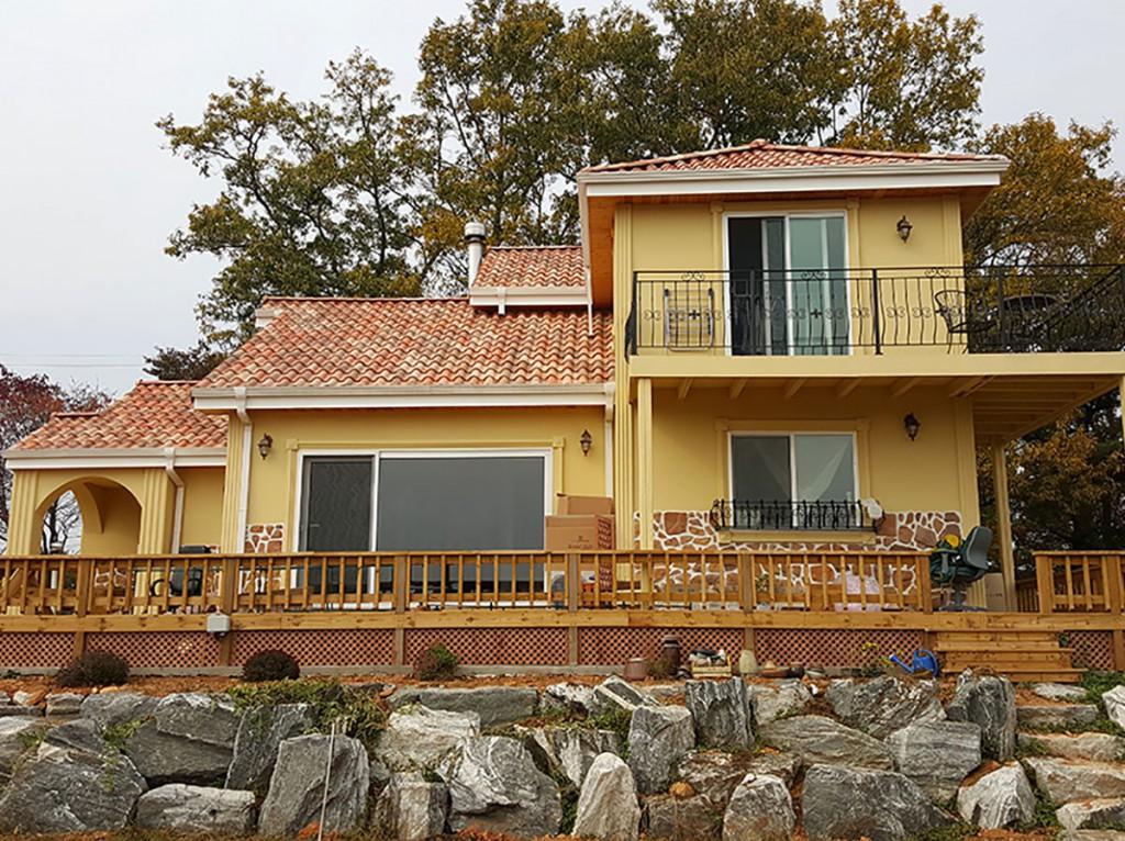 "House with ""Castilla"" roof tiles   Tejas Borja"