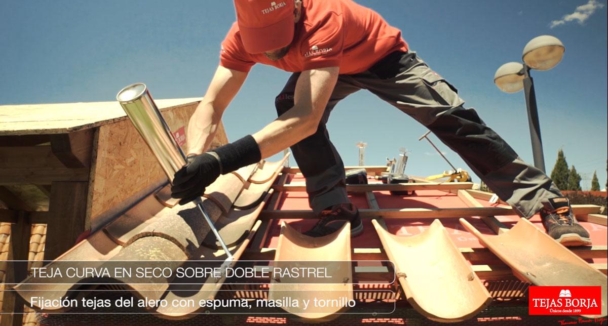 Nuevo vídeo instalación: Colocación de tejas curvas en seco