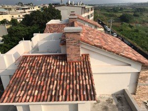 House – S-interlocking Bidasoa roof tiles