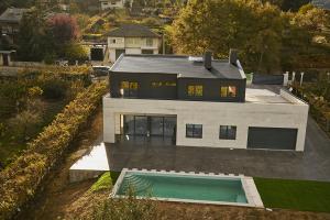 Casa en Celanova con FLAT10 - Tech